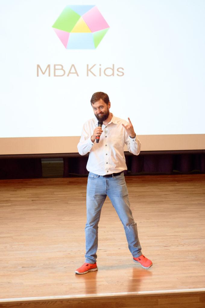 #Часы основателя Школы предпринимательства и лидерства для детей и подростков MBA Kids Николая Дориченко: о яхтинге, факапах и научной фантастике