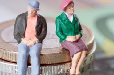 В Кабмине объяснили, какие заробитчане имеют право на субсидии и пенсию в Украине