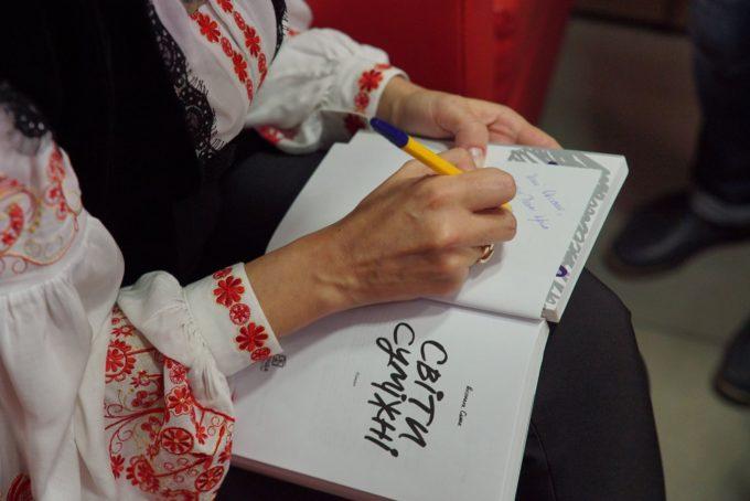 «Я пишу, щоб не луснути від передозу думок та емоцій»: чотири історії про те, як поєднати кар'єру та письменництво