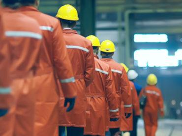 Трудовые резервы: каких специалистов ищут на производства и сколько им готовы платить