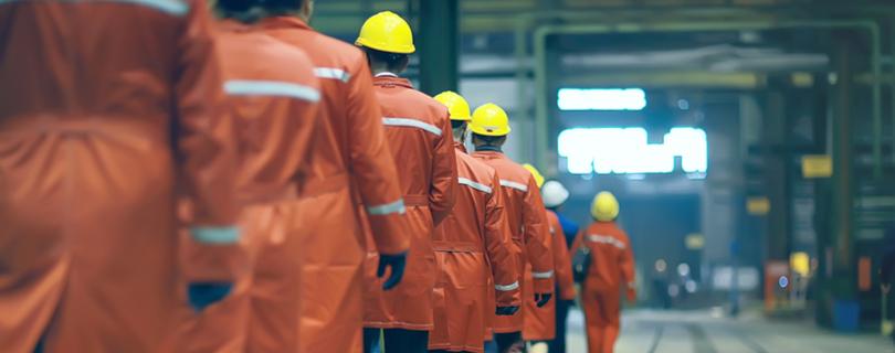Трудовые резервы: кого ждут на заводах и фабриках и сколько им готовы платить