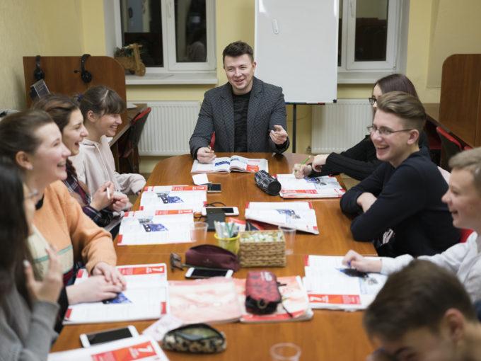 Счастливые преподаватели школы Grade Education Centre