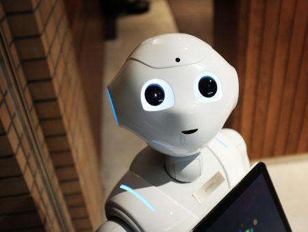 Обережно, роботи: які професії замінить штучний інтелект, і як себе убезпечити?