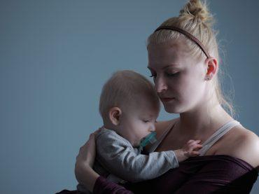 Запитайте юриста: які права та гарантії мають матері-одиначки на роботі?