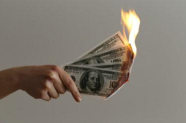Куди «втікають» гроші: витрати, яких ви не помічаєте, та способи їх уникнення