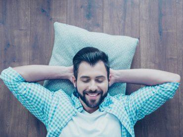 Гроші на мандрівки, страховка для улюбленця та сон на роботі: 13 незвичайних «плюшок» для працівників