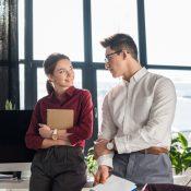 Службовий роман: чим небезпечні стосунки з колегою?