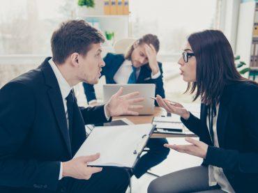 Шкідливі поради: як посваритися з колегами