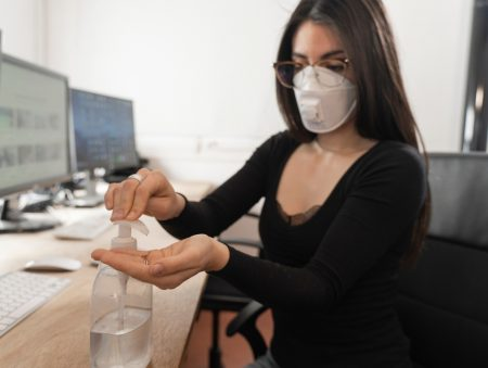 Нові правила безпечної роботи в офісі: поради працівникам, роботодавцям та відвідувачам