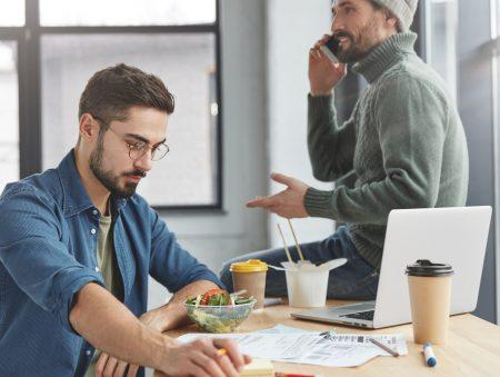 Шкідливі поради: як поводитися в офісі