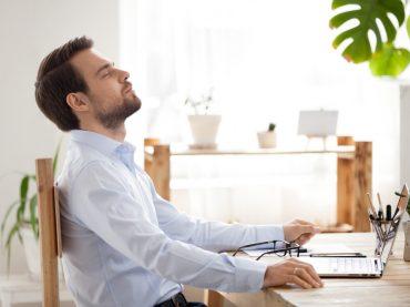 Поза трудоголіка: як піклуватися про себе за сидячої роботи
