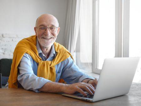 Почати спочатку: як людям у поважному віці перейти у нову професію