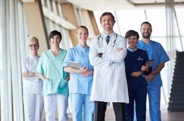 Що відбувається на ринку праці у сфері медицини, фармацевтики, охорони здоров'я? Дані Прозорої Роботи