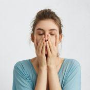 Емоційне обслуговування: оголошуємо війну звичці догоджати іншим