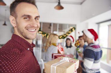 Подарунки від Санти: що презентувати колегам на Новий рік