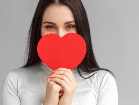 Що дарувати та не дарувати колегам на День святого Валентина: 5 порад та 8 ідей