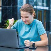 Хейтерська атака на роботі та в соцмережах: як реагувати та уникати