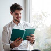 Від кур'єра до СЕО: три книги, які надихнуть на зростання в бізнесі