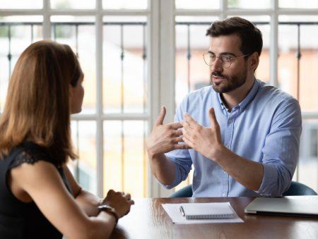 Не боягуз, але боюся: як почати спілкуватися з керівником
