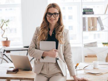Ким та де хочуть працювати жінки в Україні? Аналітика robota.ua