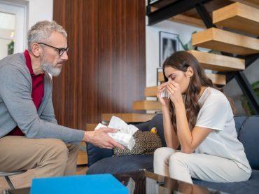 Правильна допомога: як діяти, коли найближчі люди переживають важкі часи