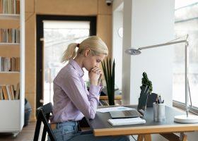 Як справитися з тривожними думками? Рекомендації психолога